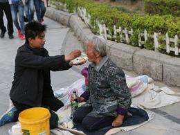 """中国""""家族式""""乞丐的一天[图集]"""