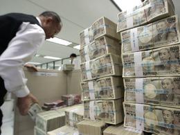 日央行扩大刺激政策引金融市场地震