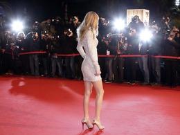 泰勒长腿 穿衣搭配美艳惊人