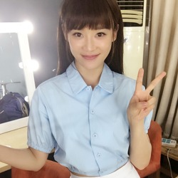袁珊珊穿制服似学生妹超迷人