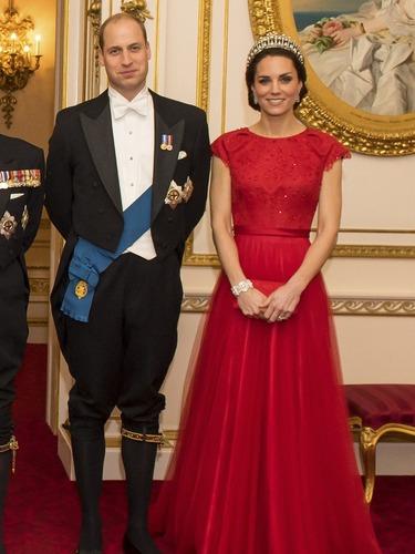 皇冠配红礼服 凯特王妃贵气典雅