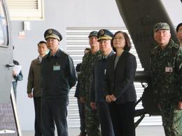视察阿帕奇 蔡英文称对部队有信心[图集]