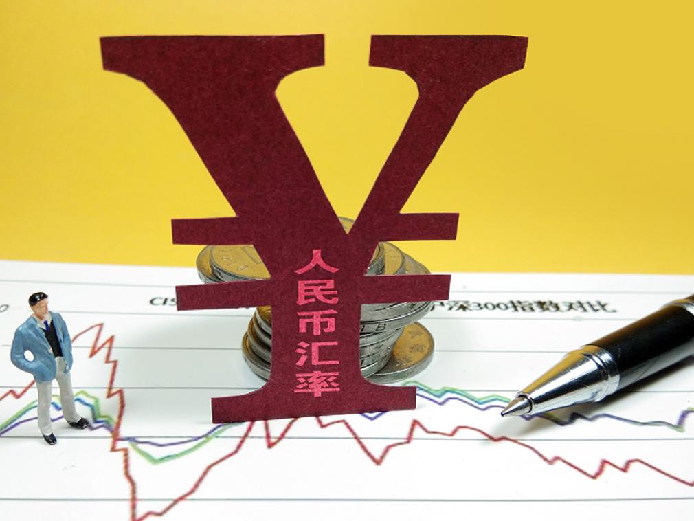 """人民币""""破7""""之虞 中国央行此时出手的政策博弈"""