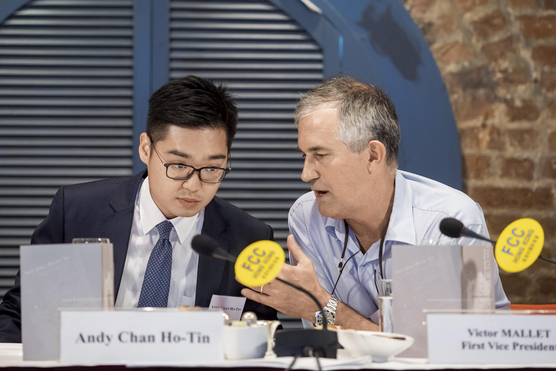 今年8月,主張港獨的原香港民族黨召集人陳浩天(左)受邀在FCC副主席馬凱主持的午餐會上演講,此事引發軒然大波。
